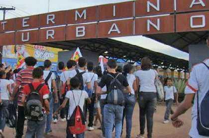 capaonibus20101202_estudantesnoacre