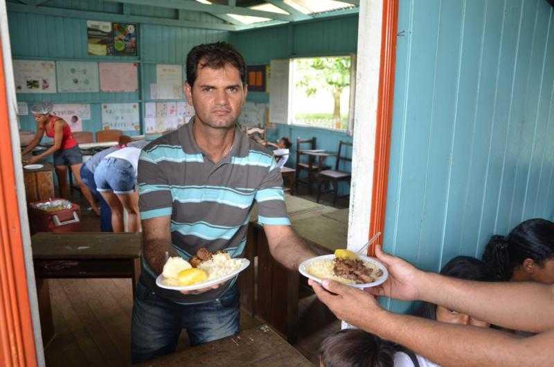 mano_rufino_comida