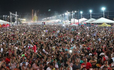 Reveillon na capital reúne 50 mil na Amadeo Barbosa