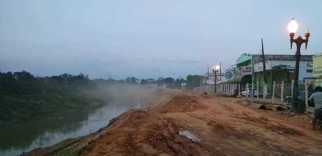 Foto legenda: encosta do Rio Acre em Brasileia