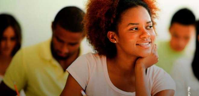 48% dos contratos do Fies atendem a estudantes negros e pardos