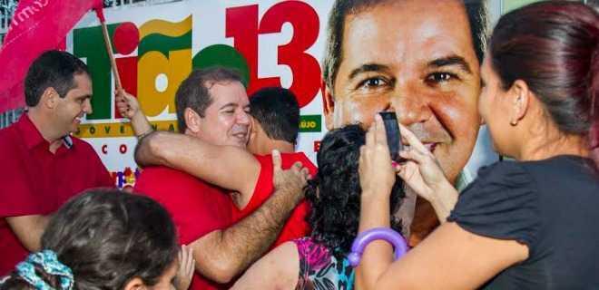 Tião Viana recebe apoio em bairros da capital