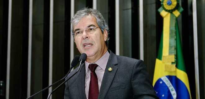 Jorge Viana perde a paciência com ministro da justiça: 'Numa hora dessas temos que ter um ministro forte'