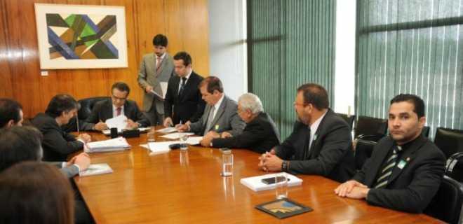 Tião Viana negocia 8 bilhões para garantir aposentadorias até 2079 (esse foi o assunto que o candidato MBittar disse no debate que não sabia)
