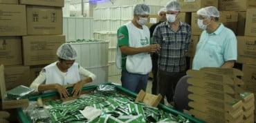 Camisinhas produzidas em Xapuri vão atender 40% da demanda nacional