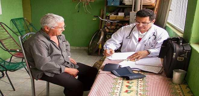 Mais_Medicos_visita_comunictaria_atbasica_saudedafamilia