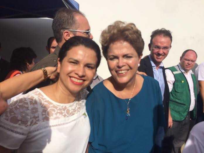 Presidenta Dilma em selfie com a jovem Suely