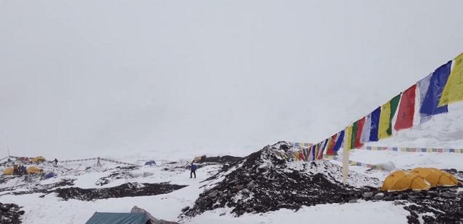 Vídeo: Nepal: avalanche na base do Everest