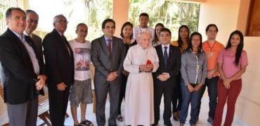 MP entrega Comenda do Cinquentenário ao padre mais amado do Acre