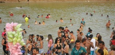 Último dia do Festival do Peixe em Sena (Ex-BBB promete desenterrar até defunto na Praia do Amarílio)