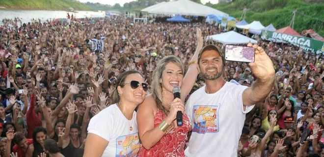 O selfie do prefeito Mano com a ex-BBB