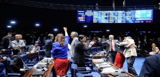 Senado avança e proíbe empresa de dar dinheiro a campanhas políticas (oposição tucana é derrotada)