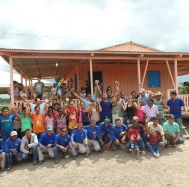 Moradores da zona rural de Sena fazem churrasco para receber energia elétrica